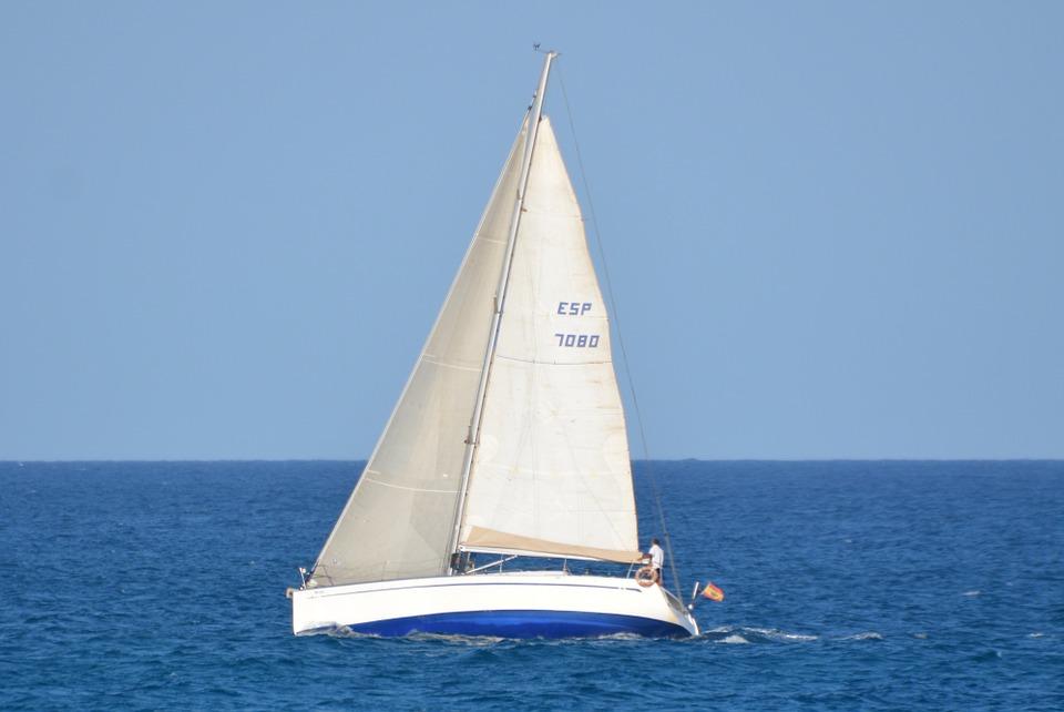 jacht koloru białego
